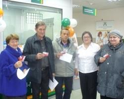 Более тысячи пенсионеров получили подарки от Ханты-Мансийского банка