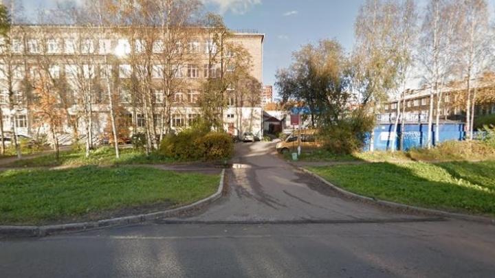 Из-за пожара в офисе на Ломоносова эвакуировали 40 человек