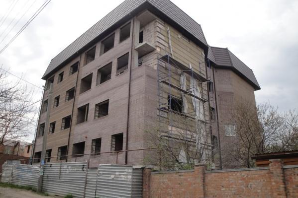 Этот многоквартирный дом в Ворошиловском районе подлежит сносу