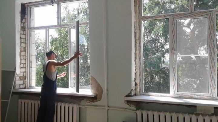 В школах Волгограда идет массовая замена окон