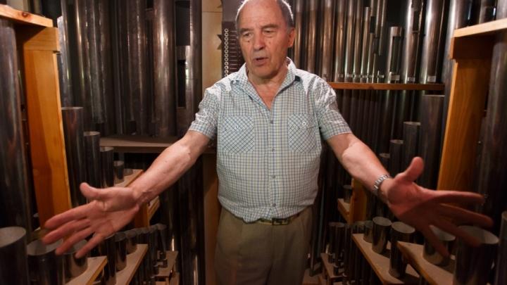 В центре Волгограда гибнет единственный светский орган