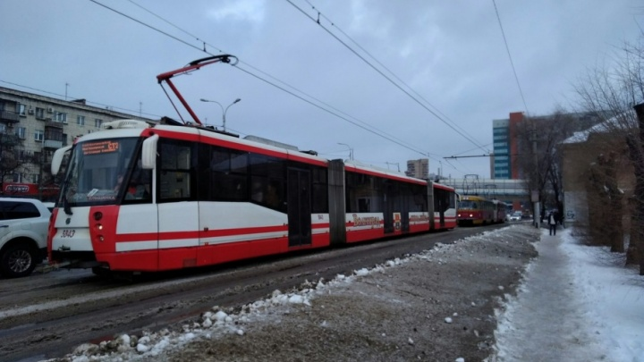 Из-за обрыва проводов в центре Волгограда скоростной трамвай не пускали под землю
