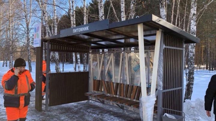 У Затюменского лесопарка установили экологичные остановки с элементами из дерева