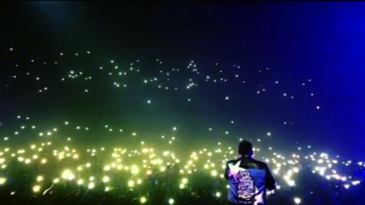 «Спасибо за детские воспоминания»: самарцы устроили световое шоу на концерте «Руки Вверх»