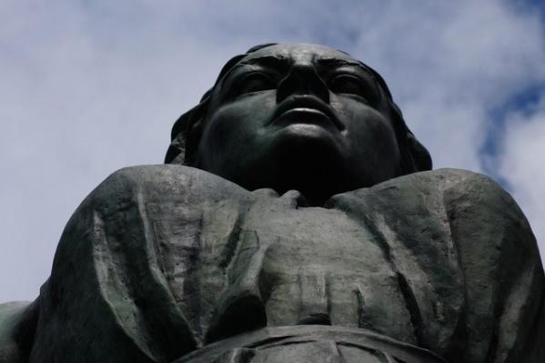 Статуя Веры Мухиной должна символизировать стремление Волгограда к мирному созиданию