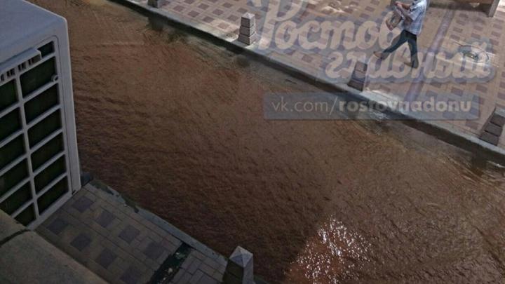 В Ростове проспект Семашко залило горячей водой