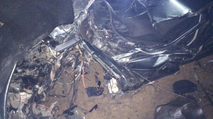 «Как в сумеречной зоне»: на Московском шоссе легковушку разорвало от удара о столб
