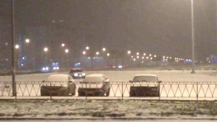 Волжские дрифтеры растопили снег на парковке