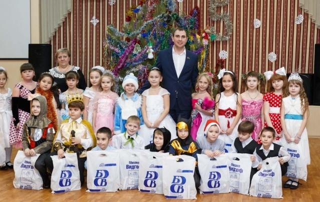 «Бовид» зажег елки для девяти тысяч челябинских школьников в двадцатый раз