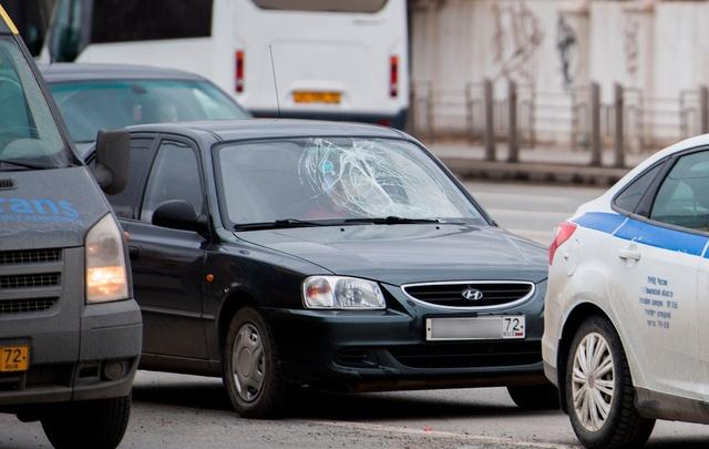 На улице Мориса Тореза Hyundai сбил пьяного пешехода