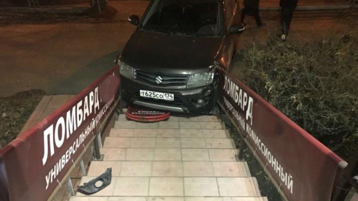 На северо-западе Челябинска водитель Suzuki въехала в ломбард, перепутав педали