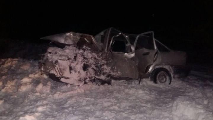 Daewoo Nexia влетела в бензовоз на трассе Екатеринбург — Тюмень: водитель легковушки в коме