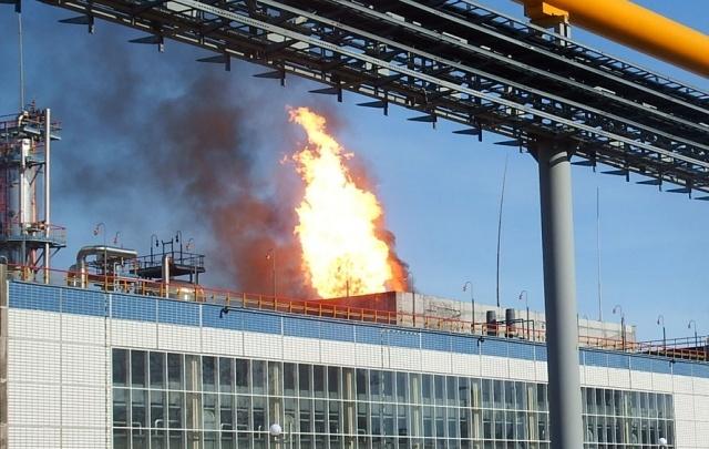 Следователи проводят проверку по факту крупного пожара на заводе «КуйбышевАзот» в Тольятти