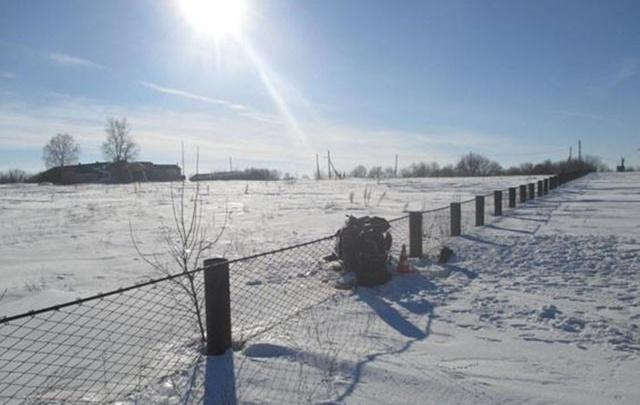 В Самарской области мужчина на снегоходе врезался в ограждение и погиб