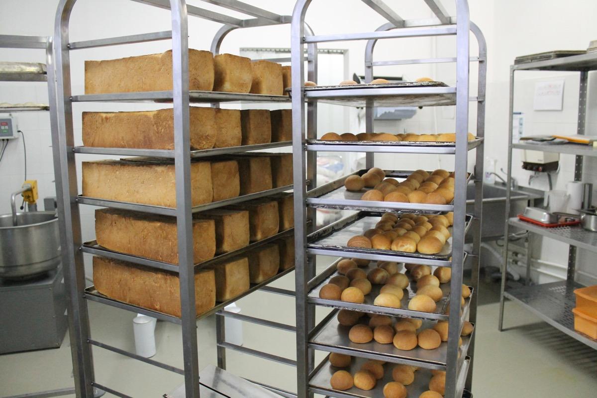 Хлеб и булочки выпекаются прямо здесь