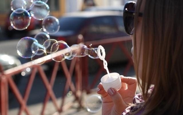 Первое мая в Ярославле: шествие под духовой оркестр и танцевальный флешмоб с мыльными пузырями