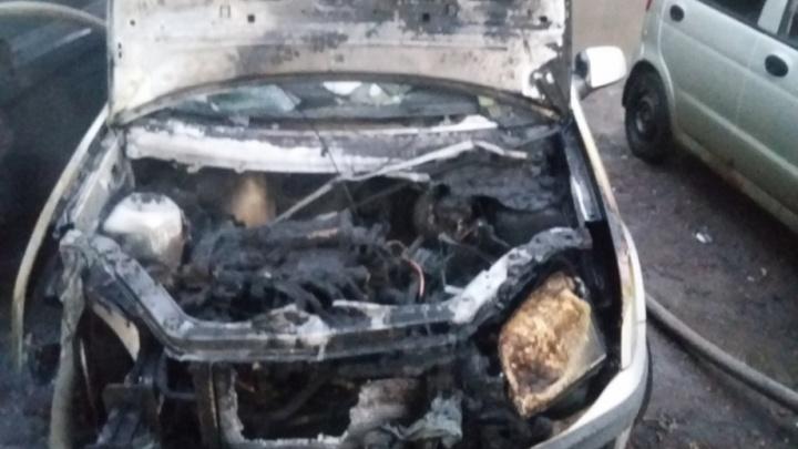 Ночь горящих авто: в Ярославле сгорели пять машин