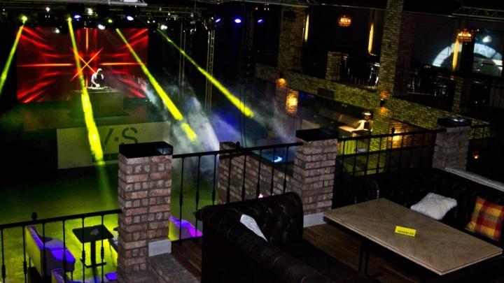 Концерт звезд 90-х перенесли из Дворца спорта в ночной клуб Волжского