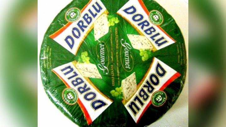 В челябинском торговом комплексе нашли санкционный сыр и уничтожили его