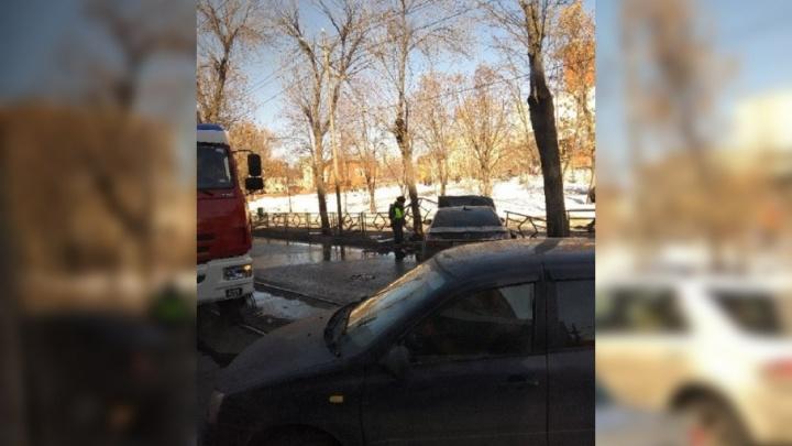В центре Самары машина загорелась после ДТП