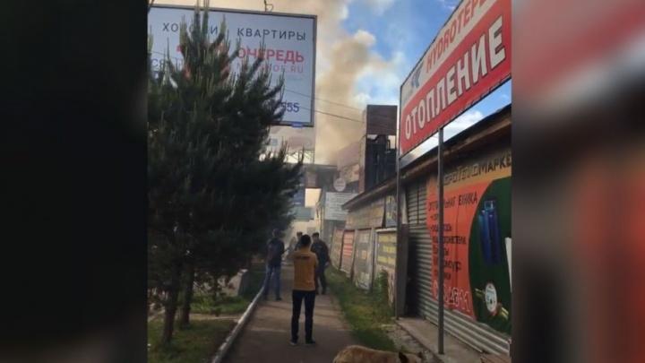 На Всполье полыхают магазины: первые подробности и фото с места ЧП