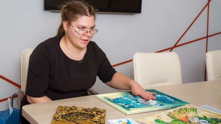 «У меня нет ненужных вещей»: челябинская мастерица создаёт картины из мусора
