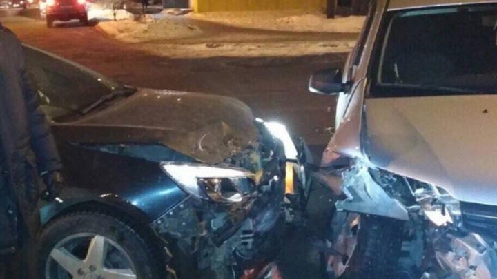 «Спасли подушки безопасности»: две иномарки столкнулись на Новокуйбышевском шоссе