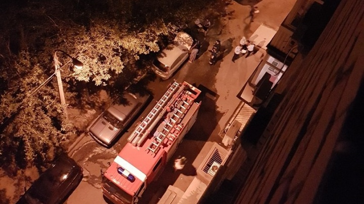 В центре Волгограда на Аллее Героев сгорела легковушка
