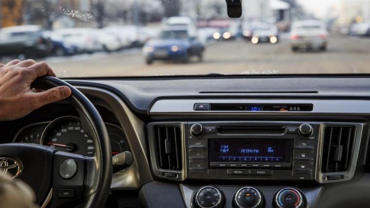 Сбил и умчался: гаишники просят ярославцев помочь найти водителя, который скрылся с места ДТП