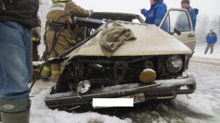 Первые жертвы снегопада: мужчину и женщину вырезали из искореженной иномарки