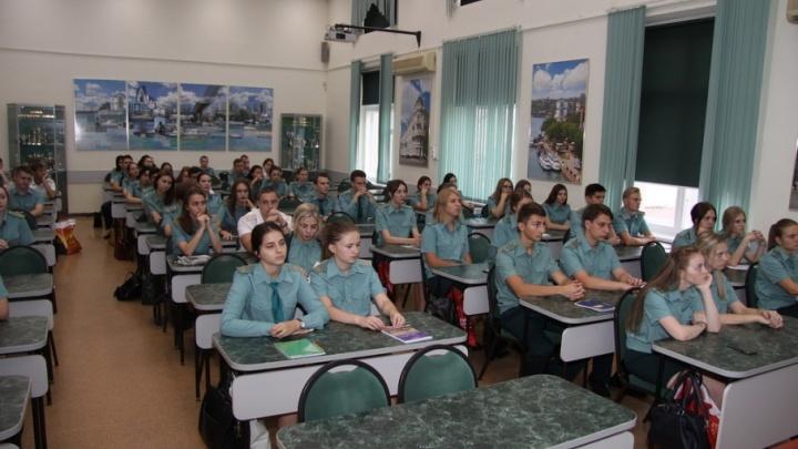 Сотрудники Южного СУТ СК России провели занятия филиале Ростовской таможенной академии