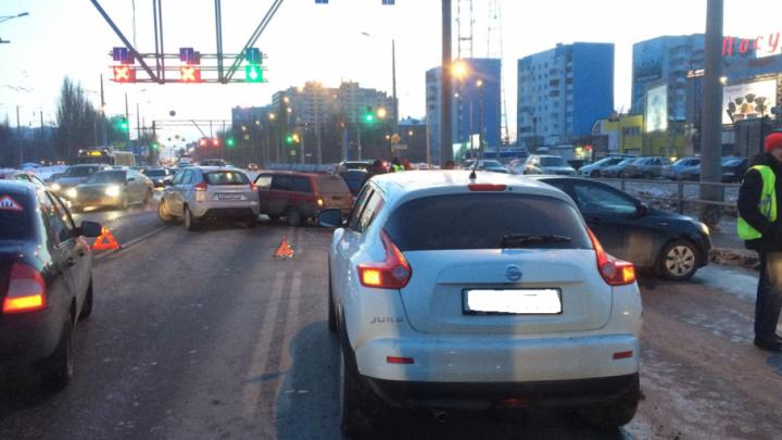 Автомобилистка на «Ауди» спровоцировала аварию с 11 машинами