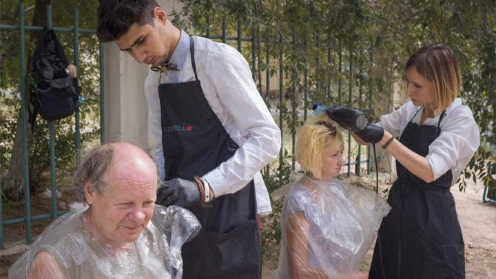 В Волгограде начали бесплатно стричь, брить и красить бедняков