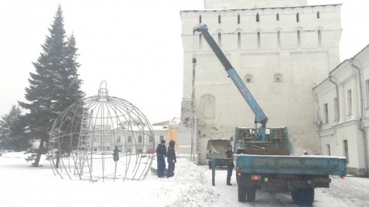 В центре Ярославля ставят новогодние шары-беседки: куда идти фотографироваться
