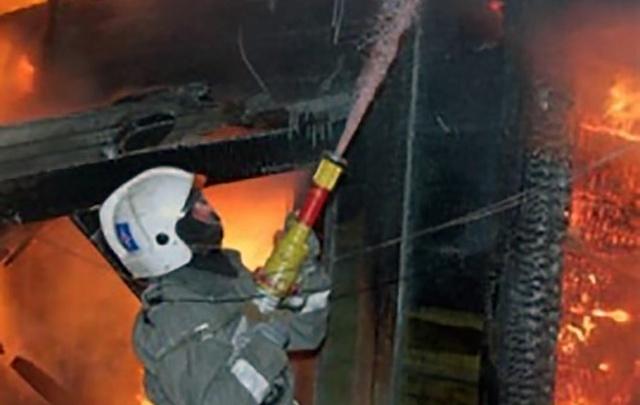 Пожарные четыре часа тушили частный дом в Челябинске