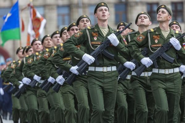 Пройти строем по площади Павших борцов доверят только лучшим солдатам