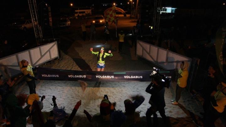 «Бежал быстро, чтобы увидеть любимую»: победитель ультрамарафона на Эльтоне рассказал о гонке