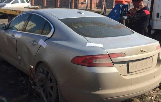 У приставов Челябинска попытались угнать Jaguar с номером 007