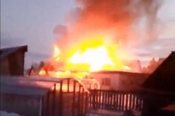 Пожар оставил без крова две семьи из Каскары