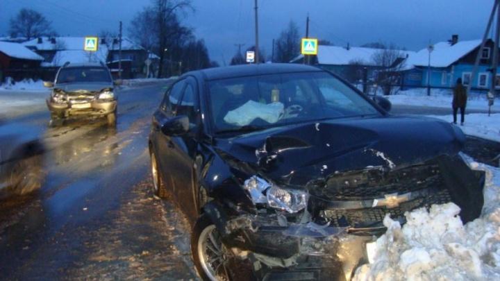 В Плесецком районе водитель «Шевроле-Круз» внезапно выехал на встречку и врезался в «Ниву»