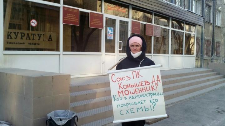 Скандал из-за недостроенного коттеджа: тюменка, оставшаяся без нового дома, требует с застройщика 4 млн рублей