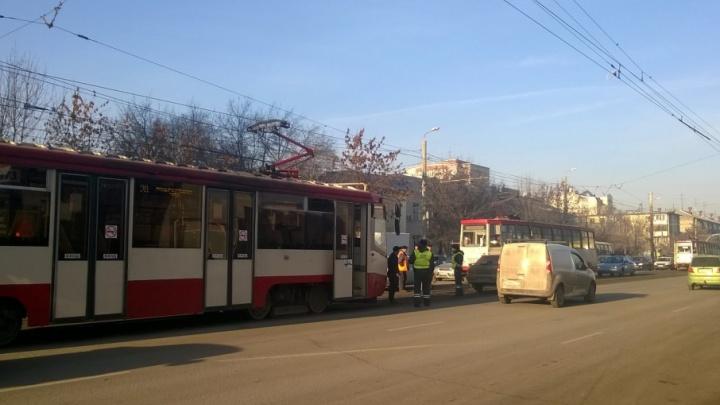 Движение трамваев на Медгородок остановили из-за аварии на рельсах