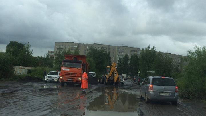 На Суздалке дорожники начали ремонтировать улицу, где «застревают» автомобили