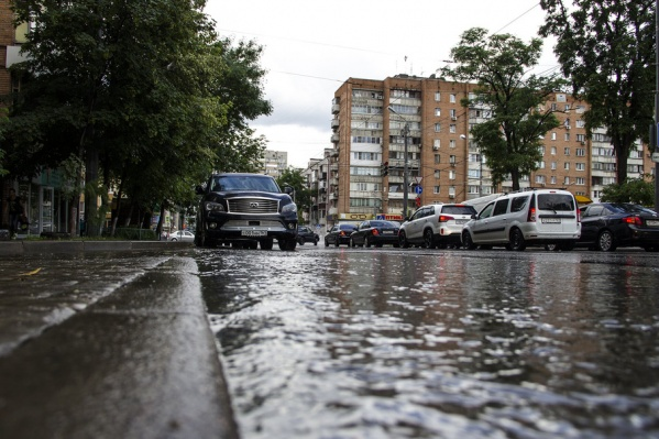 Спасатели советуют ростовчанам переждать непогоду в помещениях