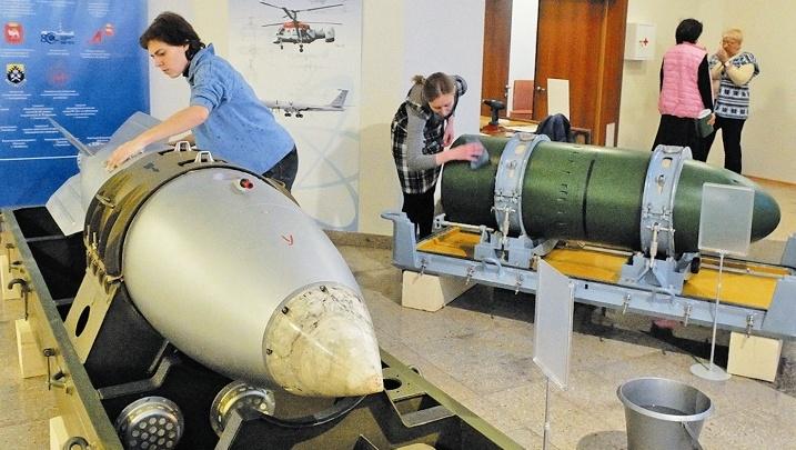 Путину и Назарбаеву покажут в Челябинске брюки Курчатова и атомную бомбу