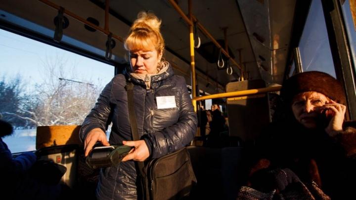 Приготовьте банковские карты: почти все автобусные маршруты Тюмени перешли на безналичный расчет