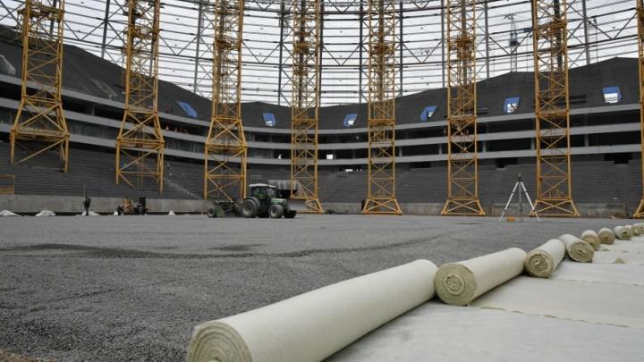 На стадионе «Самара-Арена» начали укладывать основание поля