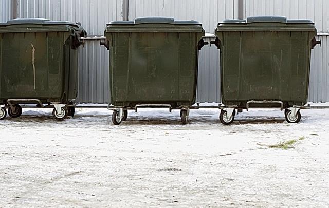 Плату за мусорные площадки для челябинцев включили в услугу по уборке двора