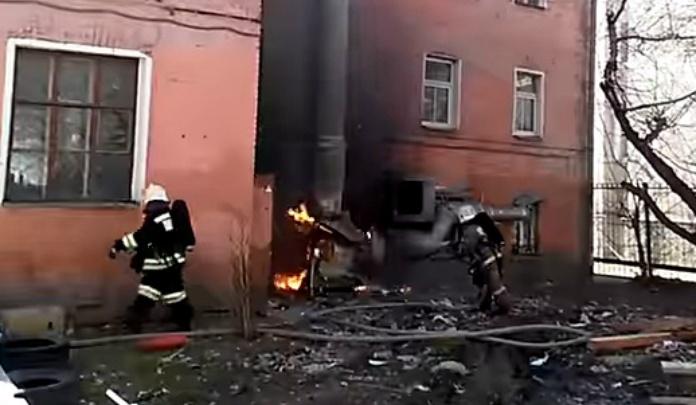Вспыхнул мотор: из-за пожара в бургерной в центре Ярославля эвакуировали целое здание