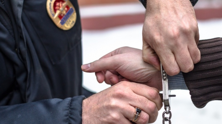 Угрожал убить беременную жену: в Самарской области полицейские поймали дебошира